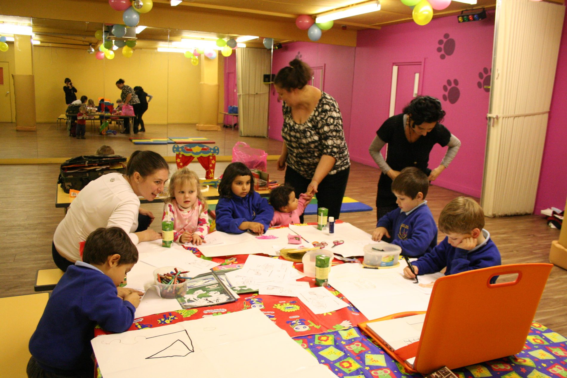 London Mums playgroup – Mondays 4,15 – 5,15pm at Eddie Catz Putney