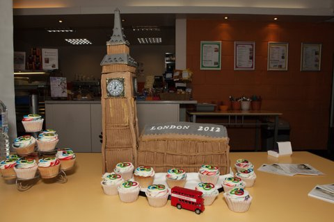 Big Ben Cake Images : A Big Ben cake even the Mayor could not resist taking a ...