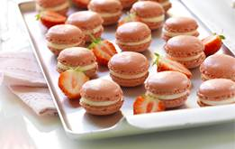 Strawberry Macaroons with Lemon curd