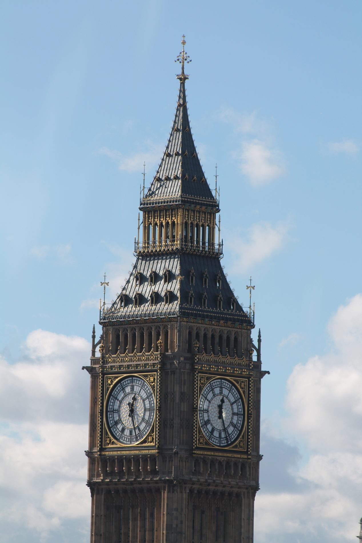 YOUNG BRITONS VOTE BIG BEN AS THEIR TOP BRITISH LANDMARK