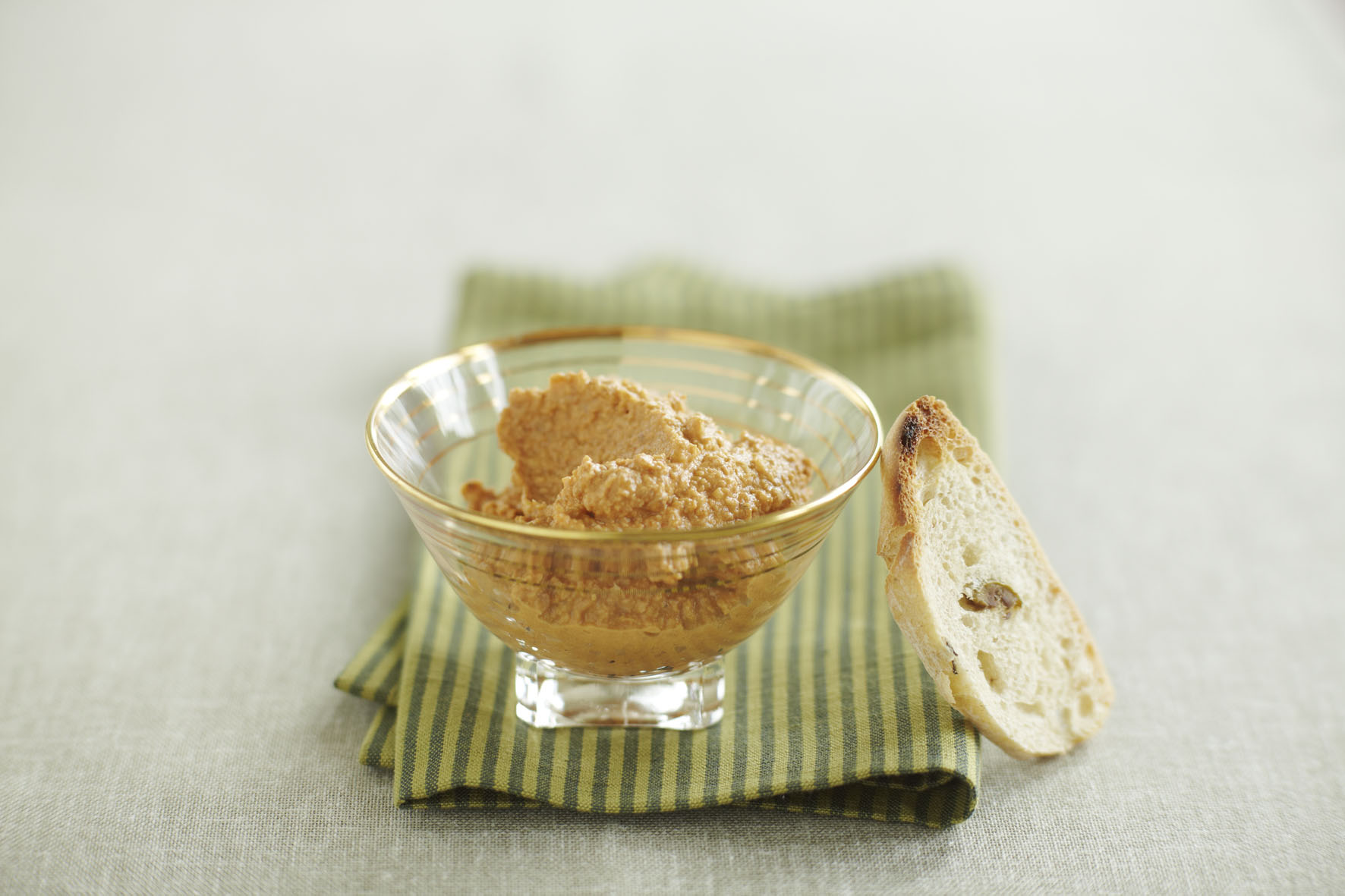 Recipe: Hummus with red peppers and walnuts