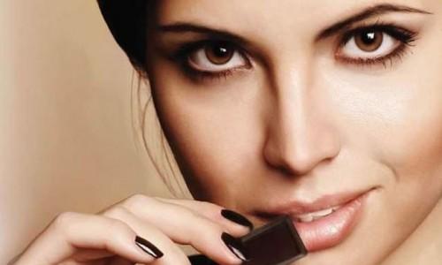 woman eating Chocolate 1