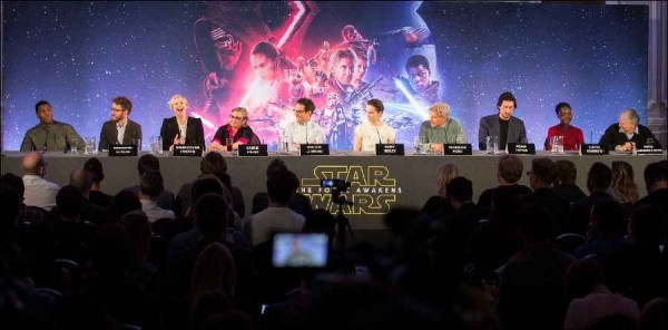 gossips behind the scenes of Star Wars press conference 17-Dec-2015 images ZW2C4860