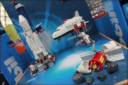 PG20-21 TOY TRENDS Space themed toys playmobil