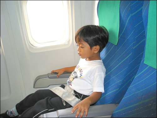 Tips for flying with kids long haul - child