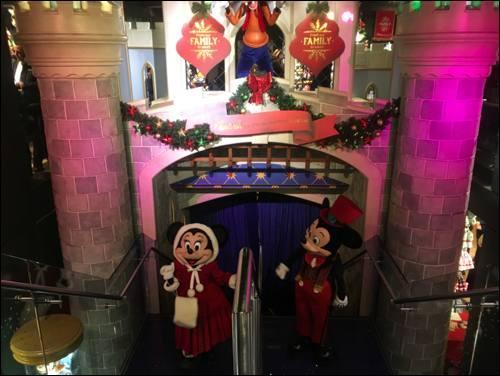mickey-and-minnie-disney-christmas-party-photo